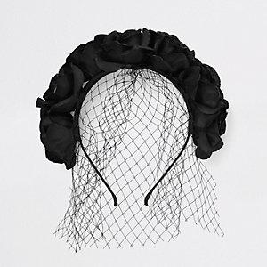 Schwarzes, geblümtes Haarband