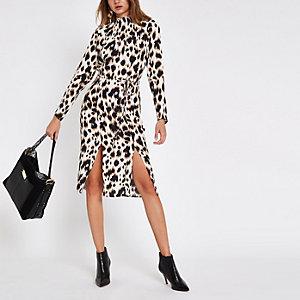 Robe mi-longue léopard beige nouée à la taille