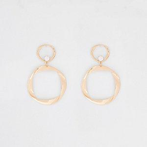 Pendants d'oreilles dorés à anneaux repliés
