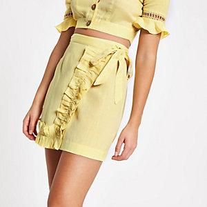 Limegroene rok met ruches en knoop voor