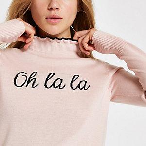 Top «Oh la la» en maille rose à col montant et volant