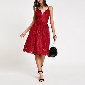 Chi Chi London – Robe de gala en dentelle à fleurs rouge