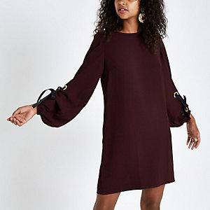 Dunkelrotes, langärmliges Swing-Kleid