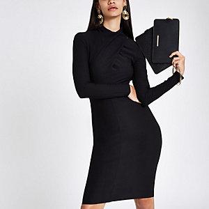 Mini-robe moulante noire à encolure drapée
