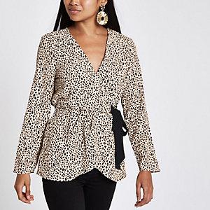 RI Petite - Roze blouse met luipaardprint en strik opzij