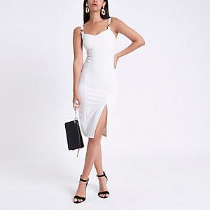 Witte geribbelde midi-jurk met goudkleurige ketting