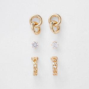 Goldene Ohrringe im Set