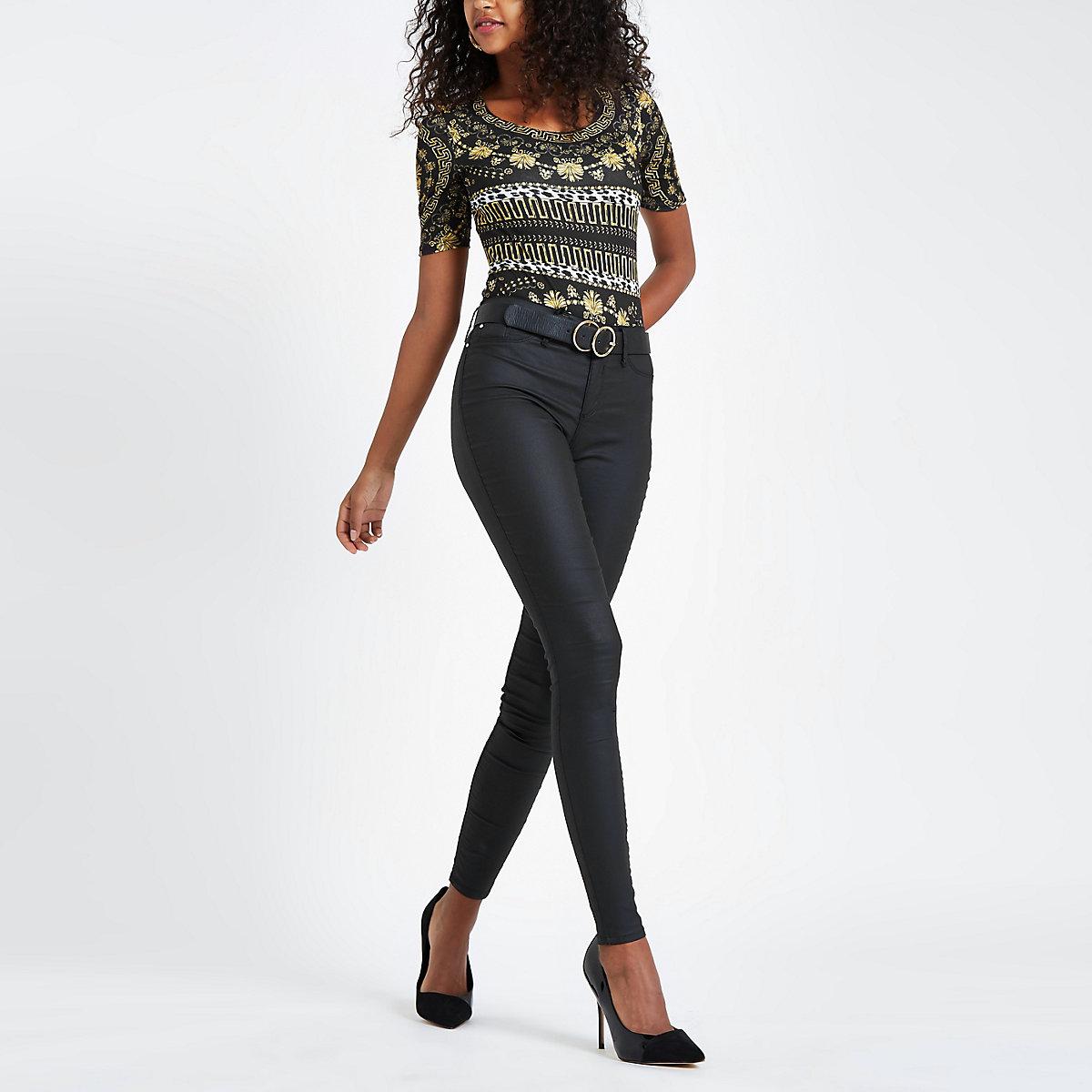 Zwarte aansluitende body met sjaalprint