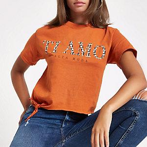 Oranje T-shirt met knoop opzij en 'Ti Amo'-print