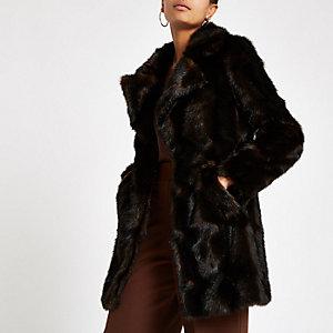 Donkerbruine klokkende jas met imitatiebont