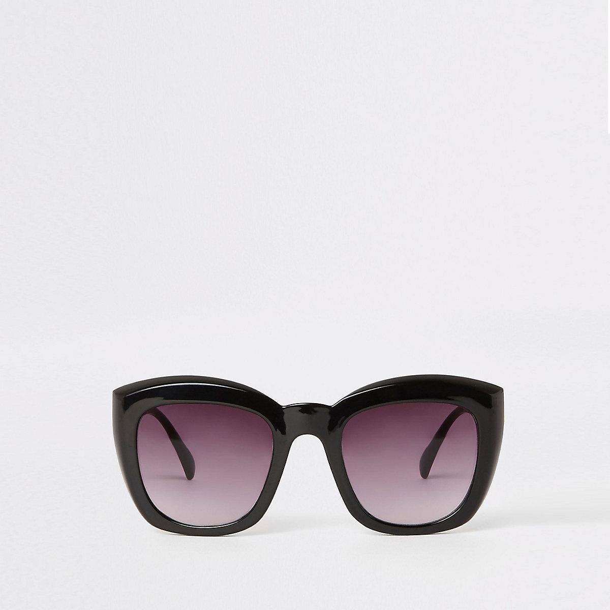 Lunettes de soleil glamour carrées noires à verres fumés - Lunettes ... 8aba6c541f15