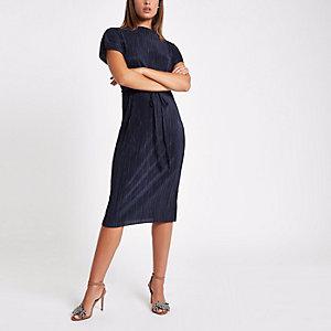 Marineblauwe plissé midi-jurk met strikceintuur