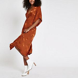 Oranje midi-jurk met korte mouwen en knoop voor