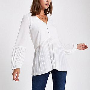 White button plisse hem blouse