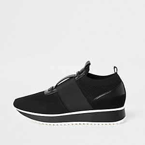Black knitted elastic runner shoes