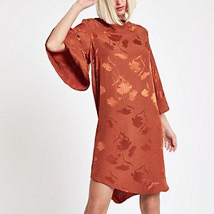 Robe trapèze à fleurs marron à mancherons
