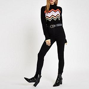 Schwarzer, hochgeschlossener Pullover