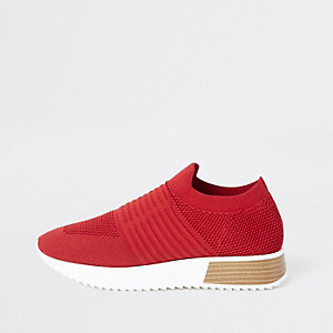 Red knitted runner sneakers