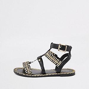 Zwarte met goudkleurige sandalen