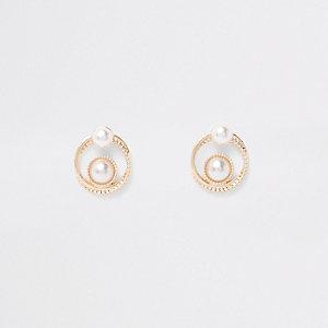 Goldene Ohrstecker mit Perlen