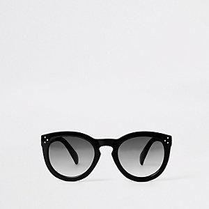 Lunettes de soleil aux verres teintés noirs