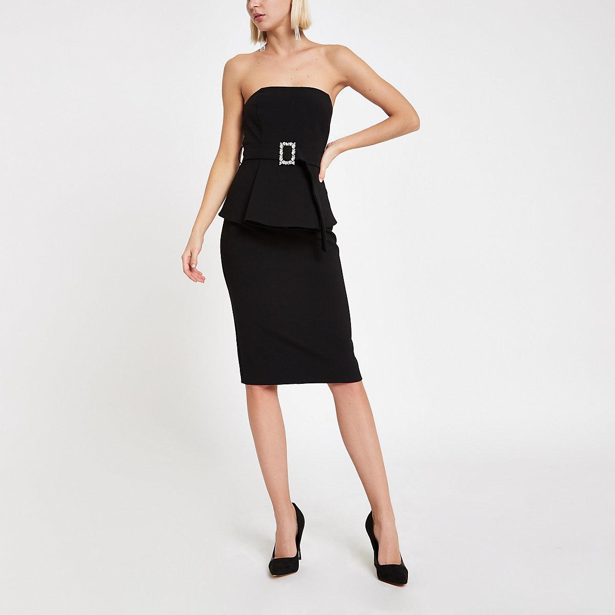 Zwarte mini-jurk in bandeaustijl met ceintuur en siersteentjes