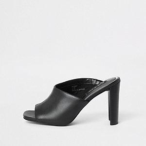 Schwarze, asymmetrische Blocksandalen aus Leder