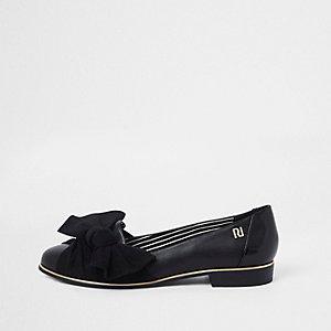 Zwarte schoenen met ronde neus met strik