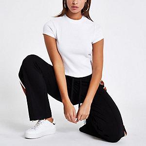 T-shirt court blanc à col ras-du-cou côtelé