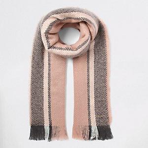 Écharpe duveteuse rayée rose