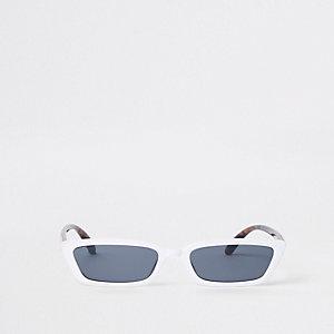 Witte zonnebril met rookglazen en smal montuur