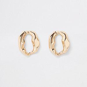 Gold tone wavy circle stud earrings