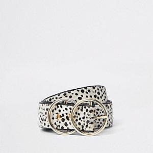 Ceinture en cuir imitation poney à imprimé dalmatien blanche à anneaux