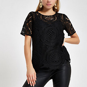 Zwart ruimvallend T-shirt met kant