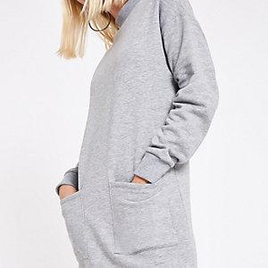 Graues Pulloverkleid mit aufgesetzter Tasche