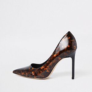 Brown printed pointed toe pumps