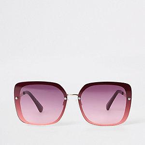 Goudkleurige pilotenzonnebril met donkerrode glazen