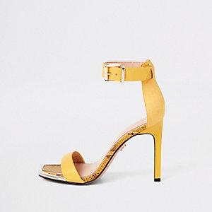Gelbe Sandalen mit eckiger Zehenpartie