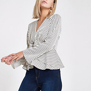 RI Petite - Witte gestreepte blouse met gedraaide voorzijde