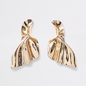 Gold tone fan stud earrings