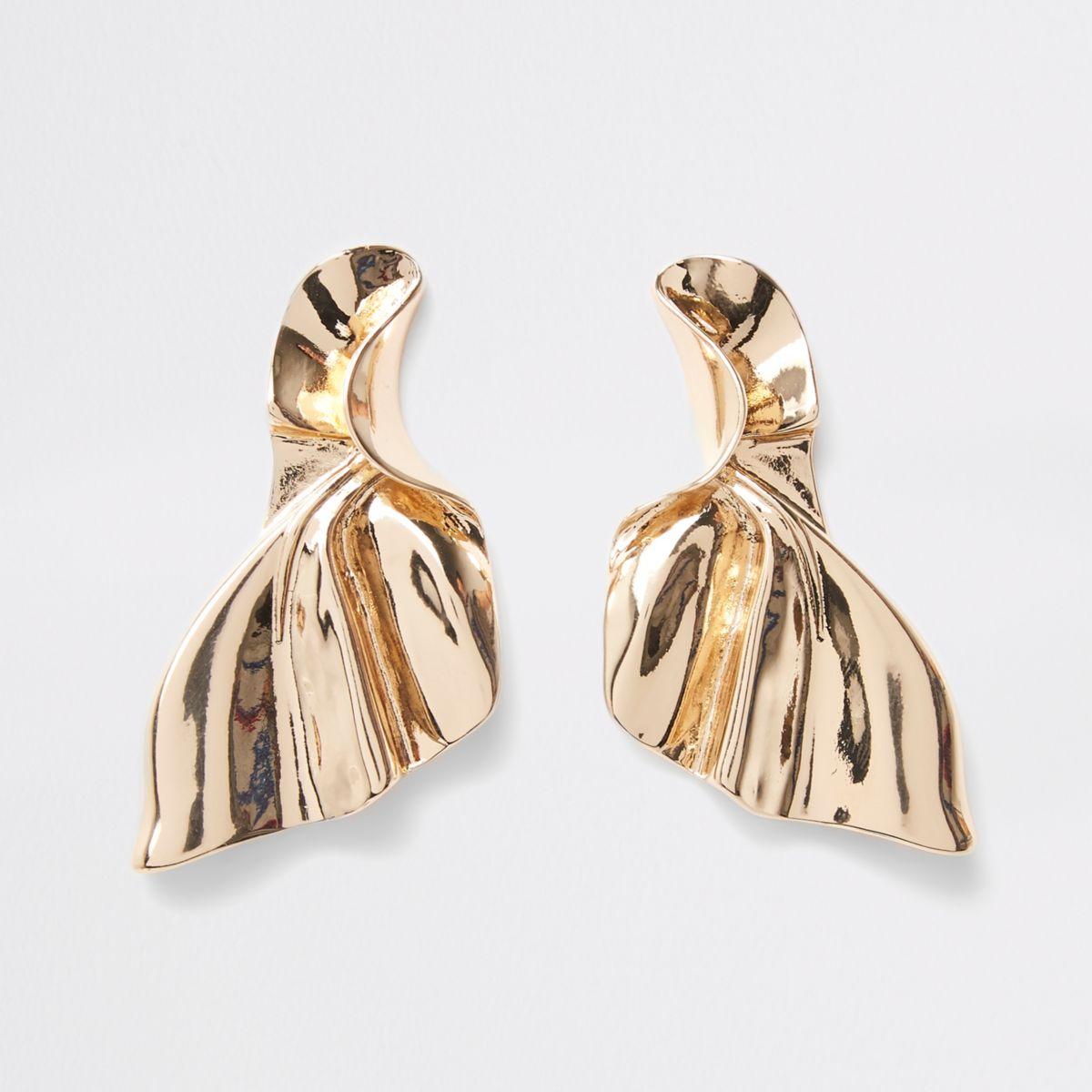 Gold tone fan stud earrings