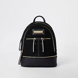 Zwarte mini-rugzak met rits en vak