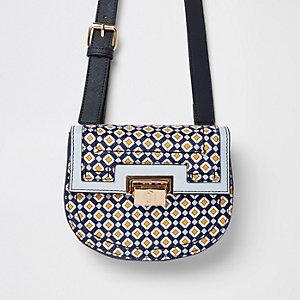 Petit sac à imprimé géométrique bleu avec fermoir sur le devant