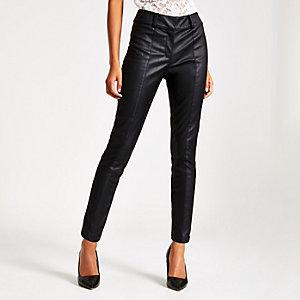 Zwarte broek van imitatieleer met halfhoge taille