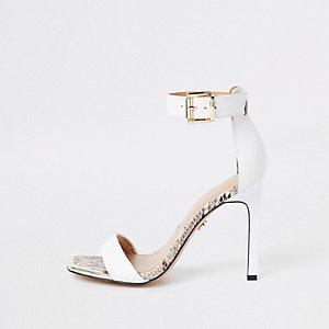 Sandales minimalistes effet croco blanches à bout carré
