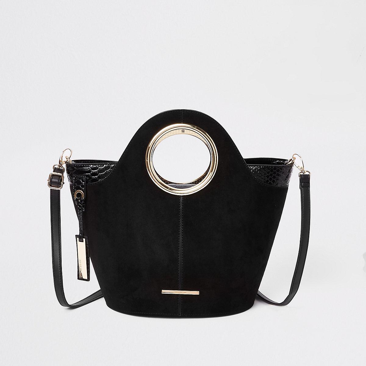 Kleine zwarte handtas met cirkelvormige hendel