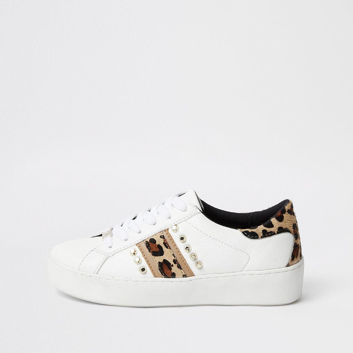 Witte sneakers met studs en luipaardprint