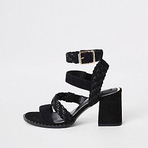 Sandales en cuir tressé noires cloutées coupe large