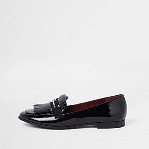 Schwarze Lack-Loafer mit weiter Passform