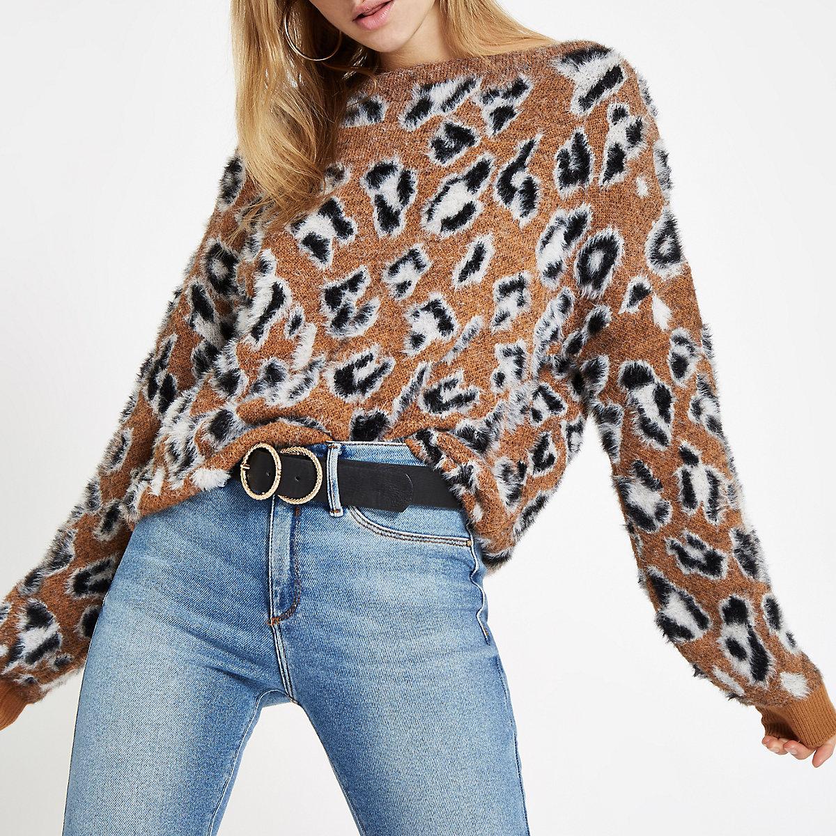 Pull imprimé léopard marron avec col fendu
